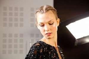 Прическа косы с узлом с показа коллекции от кутюр Elie Saab. Пошаговая инструкция
