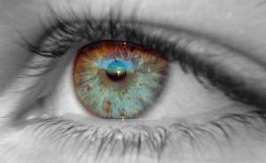 Коррекция зрения: очки или линзы?
