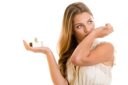 Как правильно выбрать парфюм девушке