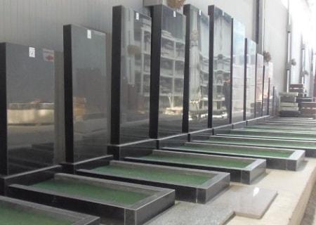 Выбор могильных памятников
